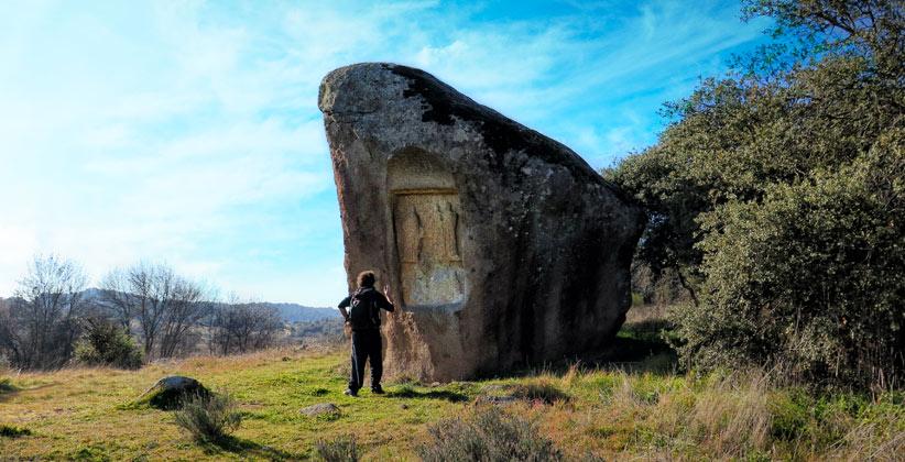Piedra Escrita de Cenicientos, yacimiento arqueológico, santuario romano