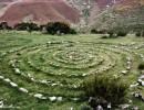 De camino a Montes nos encontramos más símbolos solares. De alguna manera los ecos célticos aún resuenan en una zona donde abundan petroglifos y signos ancestrales.  No lejos de aquí se encuentra el