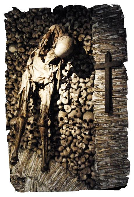 capilla-huesos-evora-3-momia